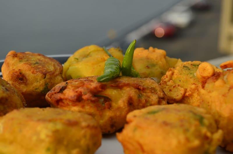 vada pav best street food in Mumbai