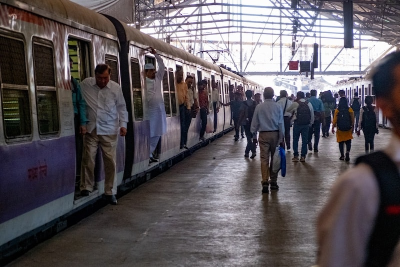 Crowds in India at Mumbai CSMT station