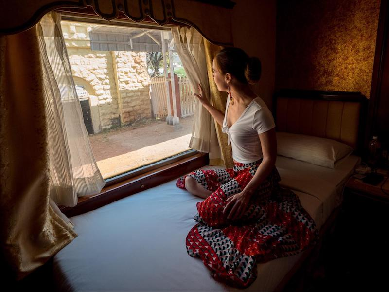 the golden chariot luxury train journey in India