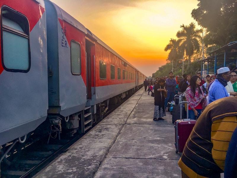 kolkata to dhaka train - maitree express